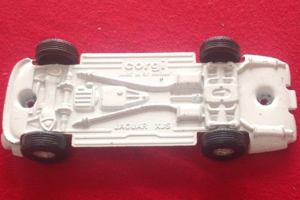 "Corgi Toys - Original - 320 -  ""THE SAINT"" Jaguar XJS Baseplate"